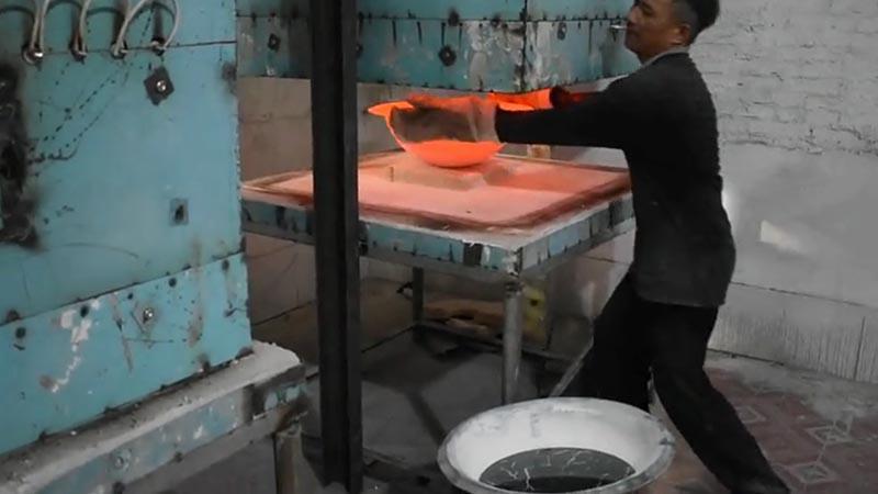 Glass sink compressing moulding under high temperature